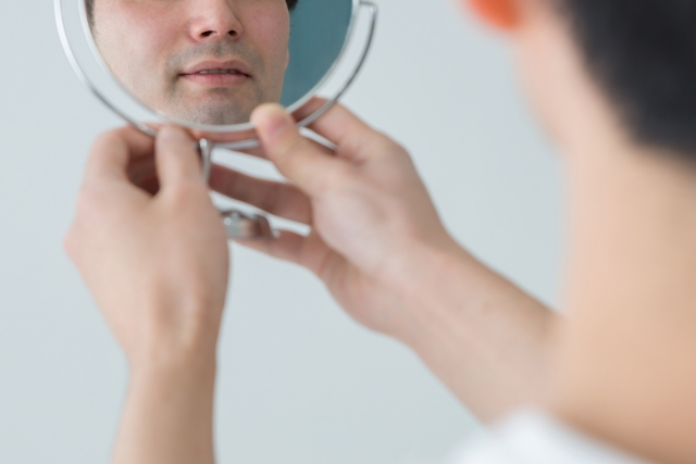 髭が濃い人の悩みとは?ヒゲ剃り方法から対策までをご説明!